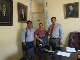 Visita de cortesia a Director de Hospital Regional de Occidente Dr. Giovani Ortega. Carlos Moran y Margarita Bulux, de ASINDI REX WE. Marzo 2016.
